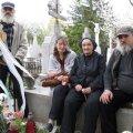 Familia lui Anton Groman, la mormânt la parastasul de un an al fostului rugbyst, decedat în aprilie 2011, la 86 de ani // Foto: Federaţia Română de Rugby
