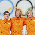 Michel Mulder (centru), primul aur olimpic olandez la 500 m patinaj viteză // Foto: Reuters