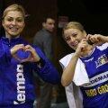 Adriana Nechita (stînga) şi Aneta Pîrvuţ nu au de ce să se teamă faţă de reacţia publicului. Ele joacă la Baia Mare // Foto: Marius Ionescu