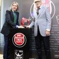 Ilie Năstase şi Ion Ţiriac au pozat ieri cu noul trofeu, cel de anul trecut fiind luat acasă de învingătorul Lukas Rosol