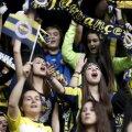 La Istanbul se poartă galben și albastru. Culorile succesului au fost purtate duminică de sexul tînăr și frumos // Foto: Reuters