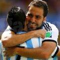 Gonzalo Higuain îl îmbrățișează pe Di Maria, foto: reuters