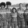 Ecaterina Oancia (centru), alătturi de colegele din barca medaliată cu aur la Los Angeles: Sofia Corban, Ioana Badea Giucăl, Anişoara Sorofan Mînea şi TitieŢăran Iordache