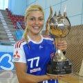 """Adriana Nechita şi trofeul de la prima ediţie a turneului """"Baia Mare Trophy"""" // Foto: emaramureş.ro"""
