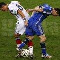 Messi (dreapta) pierde un duel cu Ozil în finala CM // Foto: Reuters