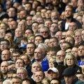O mulţime de ochi atenţi la meciurile din Premier // Foto: Reuters