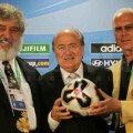 Blazer (stînga) a uitat de vremurile în care era în aceeași tabără cu Blatter și cu Beckenbauer