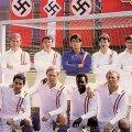 """Secvenţă din filmul """"Escape to Victory"""", una din pelicule care au la bază celebrul meci jucat de fotbaliştii ucrainieni cu naziştii."""