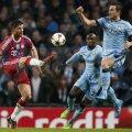 Xabi Alonso (stînga) a înscris primul gol pentru Bayern în Ligă şi a gafat în ziua în care a împlinit 33 de ani // Foto: Reuters