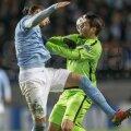 Morata îi pune mîna în gît lui Johansson, care cade. Mingea ricoșează la Tevez și argentinianul înscrie // Foto: Reuters