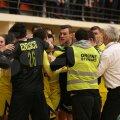 Stewarzii au fost nevoiți să intervină pentru a-i depărți pe jucătorii celor două echipe Foto: Marian Muscalu (Telegraf Constanța)