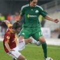 Crescut de Lanus, Leto a mai jucat în Europa la Liverpool, Olympiakos și Panathinaikos (în verde, la PAO) //  Foto: Reuters