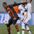 """Ribery tocmai și-a luat o palmă peste figură de la recidivistul Douglas Costa. Dar Mallenco (medalion) nu i-a arătat decît un """"galben"""""""