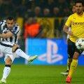 Pentru prima oară în carieră, miercuri, Tevez (stînga) a contribuit direct la înscrierea a trei goluri într-un meci de Ligă // Foto: Guliver/GettyImages