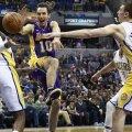 Steve Nash în acţiune, într-un meci Lakers-Pacers