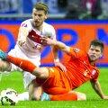 UEFA l-a trecut ca marcator pe Huntelaar (dreapta), deşi atacantul era cu spatele cînd Sneijder a şutat // Foto: Reuters