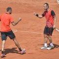 Marius Copil și Adrian Ungur se bucură de primăvară și de primul lor trofeu ATP, răsplătit cu un cec de 24.280 de euro // Foto: Raed Krishan
