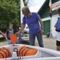 Ieri, copiii au venit împreună cu părinţii să sărbătorească, alături de Liviu Doară, salvarea Clubului de Yachting