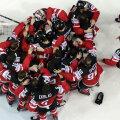 Canadienii se bucură după scorul de tenis în faţa Rusiei