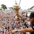Lewis Hamilton are 18 curse consecutive în care a fost lider pentru cel puţin un tur, stabilind astfel un nou record mondial
