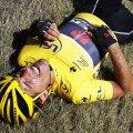 Fabian Cancellara, agonizînd la cîteva momente după căzătura din etapa a treia, foto: reuters