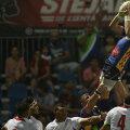 Mihai Macovei este, de multe ori, responsabil să culeagă mingile din margine // Foto: Alex Nicodim