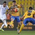 Nuno Rocha (în alb) a scos sufletul din fundașii prahoveni, dar nu s-a lipit la gol