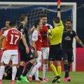 Haţegan îi arată cartonaşul roşu lui Giroud, decizie considerată corectă de UEFA // Foto: Reuters