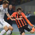 Bernard (dreapta), assist la primul gol al lui Marlos, a fost imposibil de ținut de apărarea lui Dinamo Kiev
