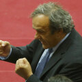 Platini e pus pe glume, boxează cu toți inamicii, dar situația sa e critică // Foto: Reuters