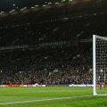 Rooney trage slab, teleghidat, și portarul lui Middlesbrough, spaniolul Tomas, blochează mingea // Foto: Reuters