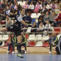 Fernanda Da Silva a jucat doar cîteva minute. S-a lovit la genunchi și a fost schimbată // Foto: Alex Nicodim