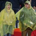 Fanii dinamoviști de toate vîrstele au suportat ploaia și frigul pentru o victorie de zile mari