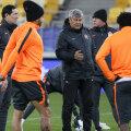 Lucescu, aseară, la antrenament. Ultimele sfaturi înaintea meciului cu Real // Foto: Reuters