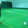 Codrea, stînga, pase cu mezinul școlii sale de fotbal