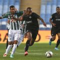 Nuno Pinto, numărul 21, la un meci cu Academica