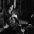 """POKER Cruyff fuma țigară de la țigară, în timp ce juca poker pe bani cu colegii de la """"naționala"""" Olandei, pe 23 martie 1972"""