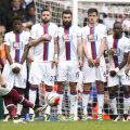 Payet (stânga) trage și înscrie. Era 2-1 pentru West Ham. S-a terminat 2-2 // FOTO Reuters