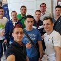 Băieții au avut timp și de un selfie pe aeroport