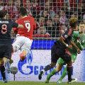 Neuer e la doi metri de minge, iar Raul Jimenez, numărul 9, deschide scorul pentru Benfica