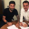 Papp, semnând contractul cu Wil // FOTO Facebook