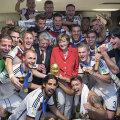 Cancelarul Merkel a sărbătorit ultimul succes german la CM 2014 în vestiarul naționalei lui Low