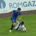 Reluările TV au demonstrat că Llullaku atinge mingea cu mâna // FOTO Captură Dolce Sport