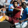 Salah (stânga, în duel cu Koulibaly), assist la prima reușită a lui Dzeko și gol, a strălucit ieri, la Napoli // FOTO Guliver/GettyImages