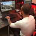 Denis Alibec la Dreamhack în timp ce-și testa abilitățile alături de jucătorii profesioniști