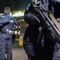 Polițiști echipați de luptă au păzit marți arena din Frankfurt, la Eintracht - Mainz (3-0) // FOTO Guliver/GettyImages