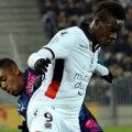 Balotelli îl lovește furios din spate pe Lewczuk