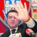 Când Gigi Becali era doar finanţator, nu și patron, la Steaua, între 2000 și 2002, clubul avea o siglă aproape identică cu cea din momentul în care s-a rupt de Ministerul Apărării, în 1998