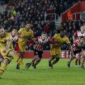 Kane rupe gazonul și șutează greșit // FOTO Reuters