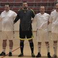 Gloriile lui Dinamo reunite pentru un meci de old boys. În mijloc, Marius Iorga